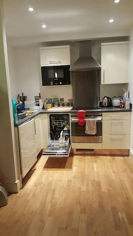 Amazing Double Bedroom - London - Apartment