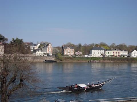 """""""Et les soirs au balcon..."""" surplombant la Loire"""