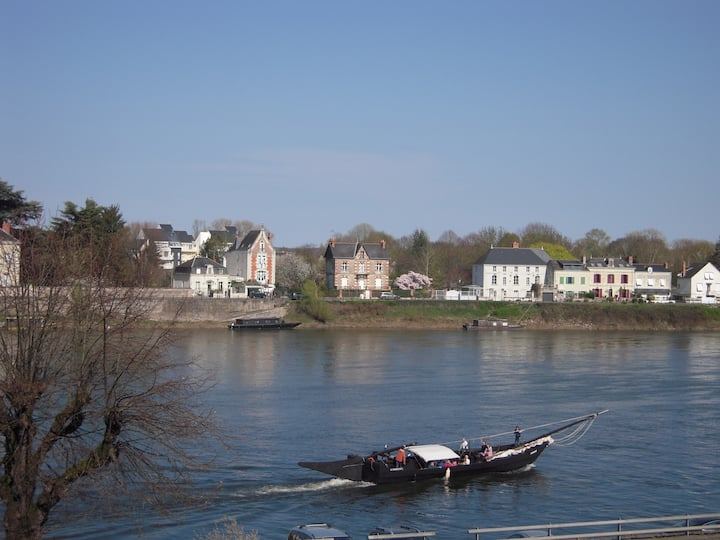"""""""Et les soirs au balcon..."""" avec vue sur la Loire"""