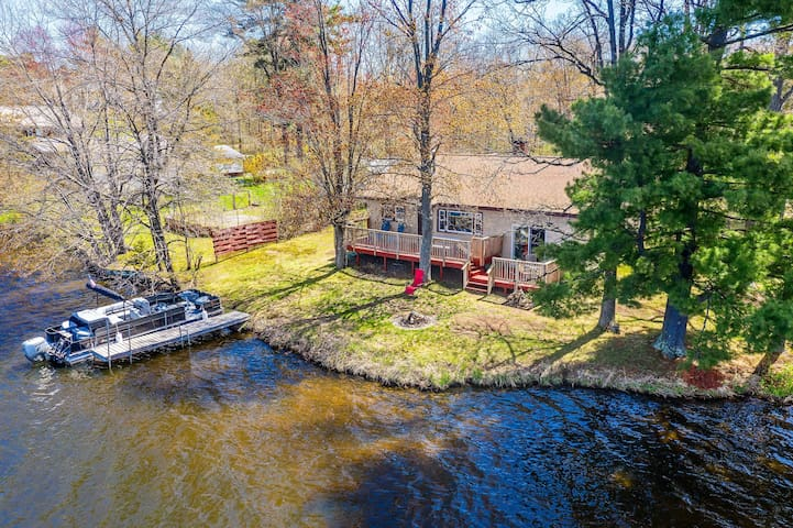 Remodeled Rice Lake 'Hideaway' w/Pontoon Rental!