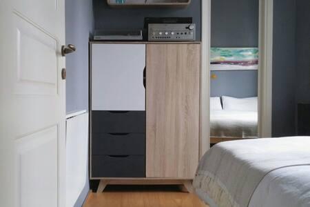 Centrally located cozy quiet room - Apartment