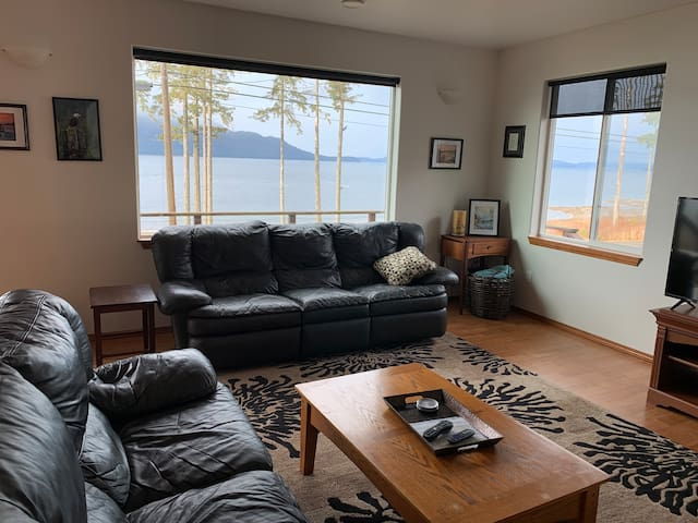 Private, Spacious 2 bd 1.5 ba home w/ Ocean View