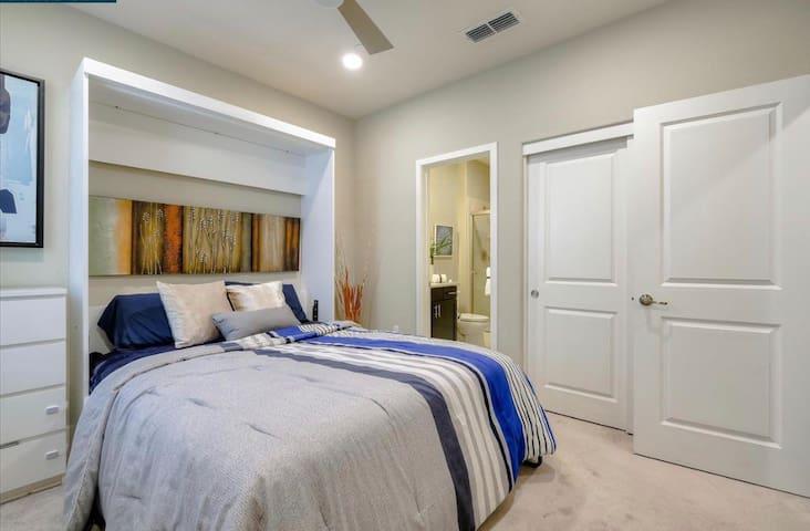 Private studio (Bath and Bed)