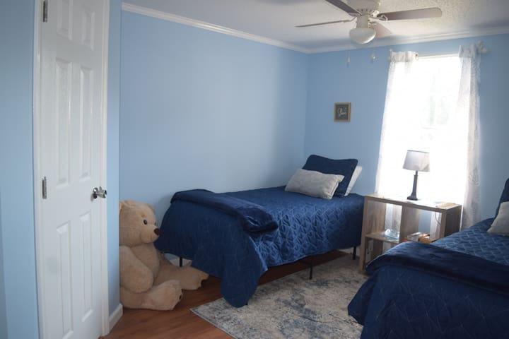Bedroom #3 2 Twins