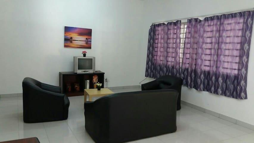 Affordable Homestay in Bukit Chedang - Seremban - Huis