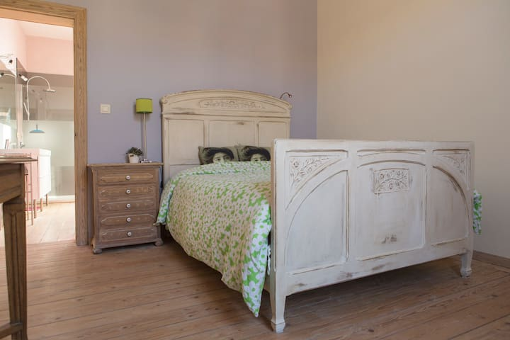 Rustige moderne kamer nabij centrum