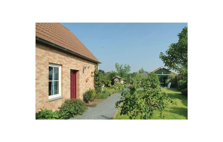 Holiday cottage with 2 bedrooms on 82m² in Groede