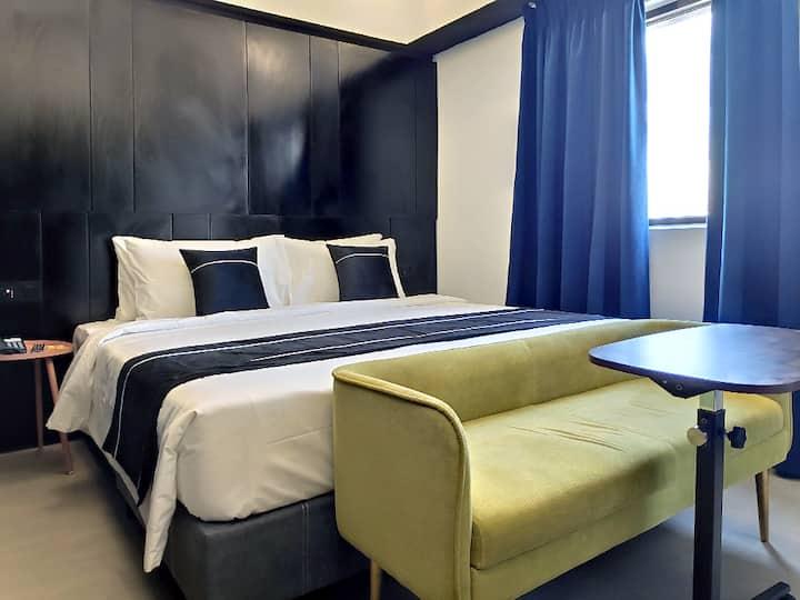 Magenta Standard Room with Breakfast