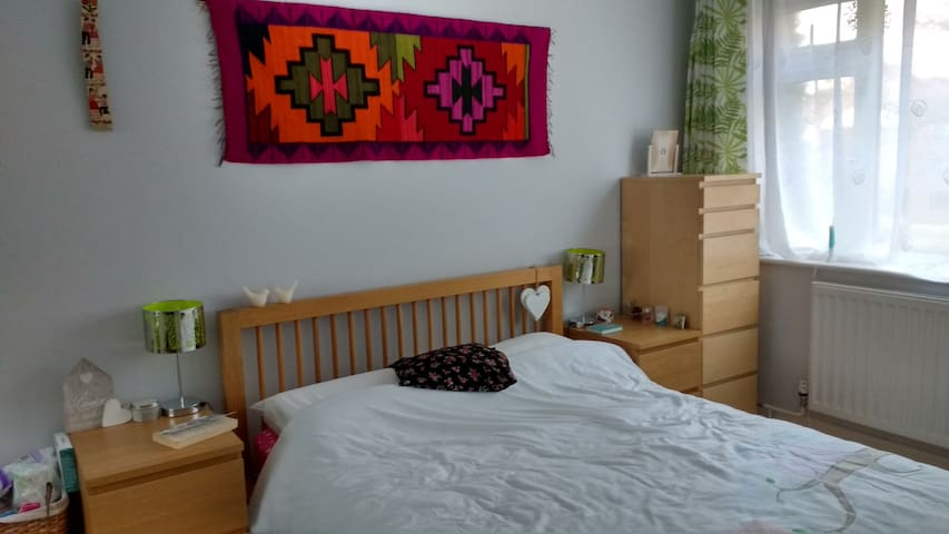 Double bedroom in a top floor flat - Bournemouth - Apartment