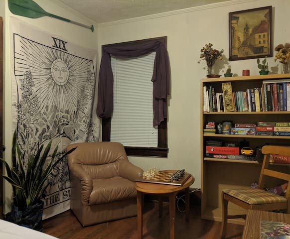 Cozy & Close to Downtown & River Arts District