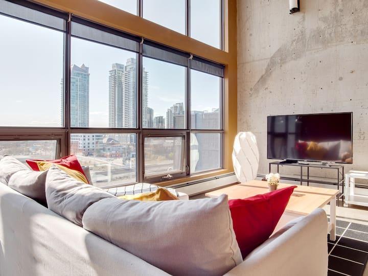 Huge Penthouse Loft, Rooftop Patio, BBQ, Parking, Coffee