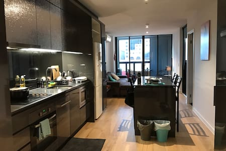 Private Room in a Modern Apartment in the CBD - Melbourne