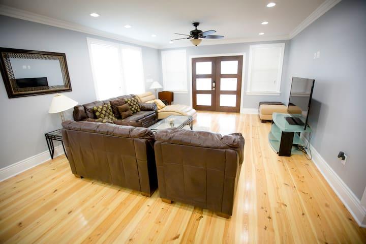 Luxurious Milan/Uptown Condo - New Orleans - Condominium