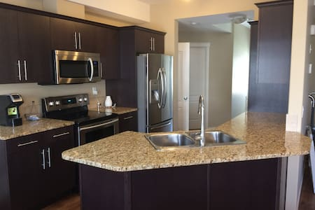 Cozy West 3 Bedroom Deluxe Condo 2 Baths-no stairs