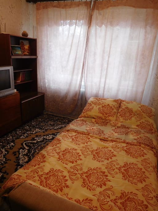 спальное место на диване