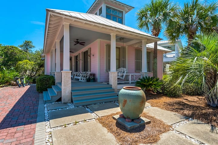 Big, & beautiful Parkshore Drive home w/ large porch, free WiFi - close to beach