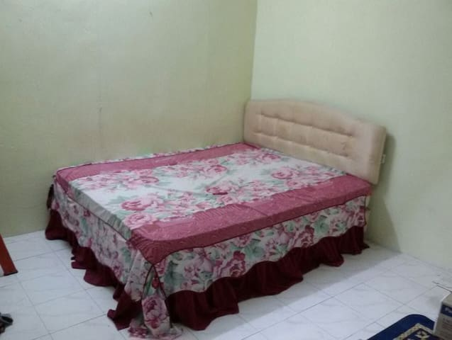 It a bed room with queen size bed - Kubang Semang