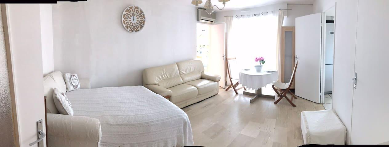 Однокомнатная квартира до песчаного пляжа 150 метр