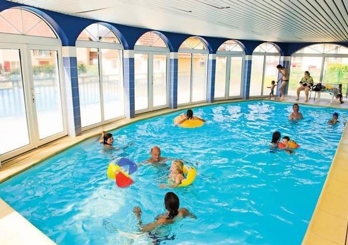 F2 rénové + piscine intérieure en Résidence 3 ***