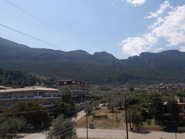 Σπιτι με θέα το βουνό
