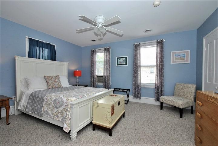 Charming Quiet Apartment in Tremont
