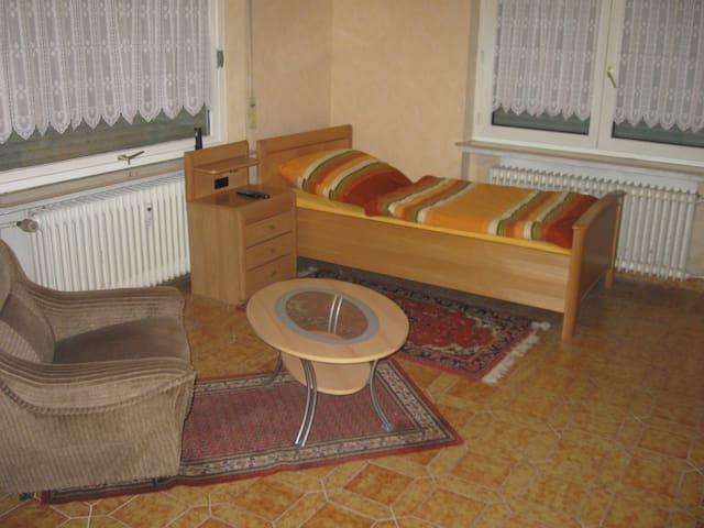 Ferien und Monteur Zimmer - Reichelsheim (Wetterau) - Apartament