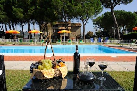 Romantic apartment for couples - Il Girasole - Ferretto - Lägenhet
