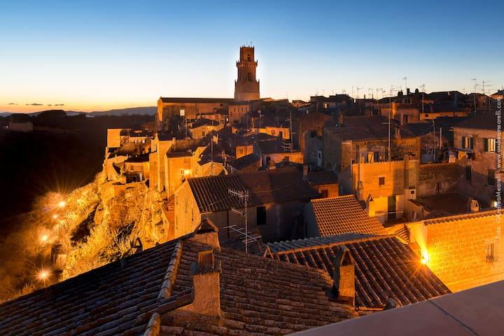Attico panoramico nell'antico borgo - Pitigliano - Lägenhet
