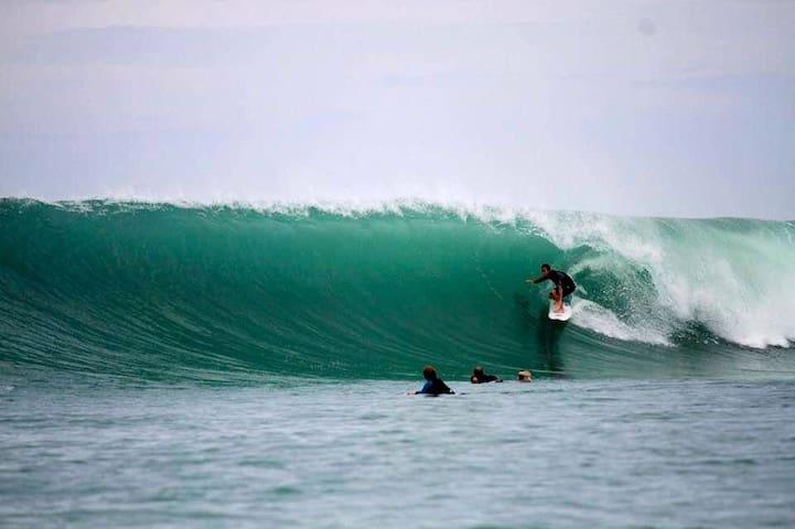 Seaside Surfcamp in front of best world waves!!!