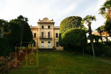 Historic villa on the shores of lake Como - 3 - Lenno - วิลล่า