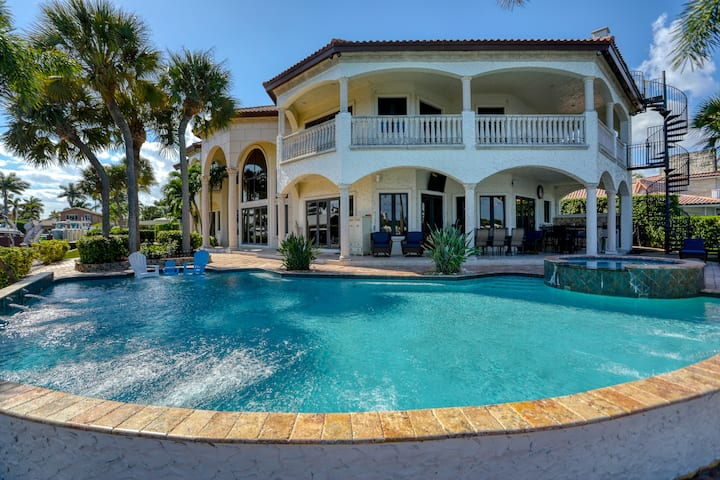 9000 st/ft Villa 230 ft on Wide Water!