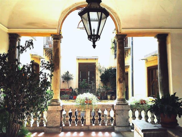 Palazzo Airoldi I - Historic Center