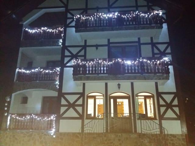 Mili's Residence, all season retreat, 8 room villa