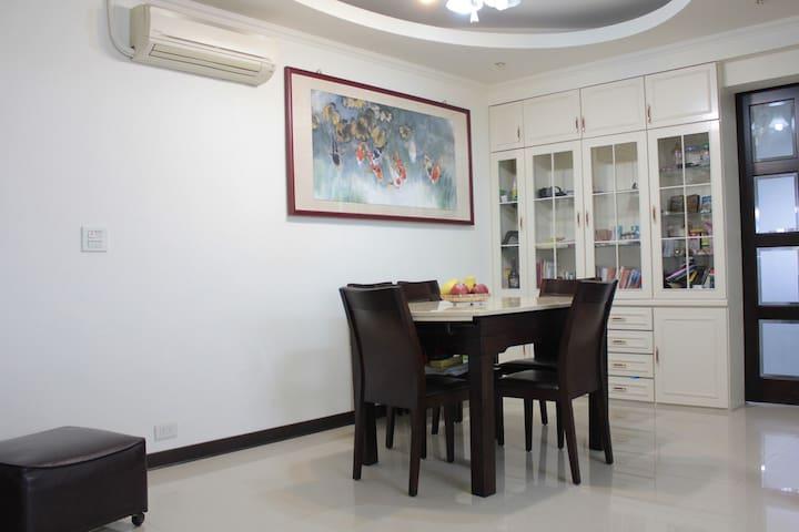 郊外大床房 一室一厅 带大阳台 - Shenyang - Lägenhet