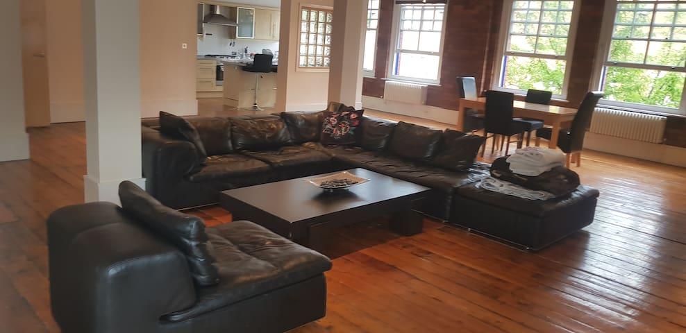 Stylish Studio Loft Apartment,  Cardiff Bay