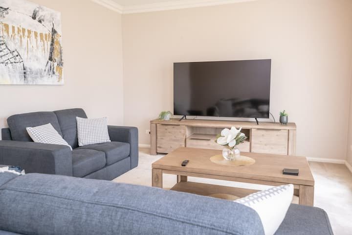 Wonderful Windred | Modern, Comfy, Quiet | 4 TV's