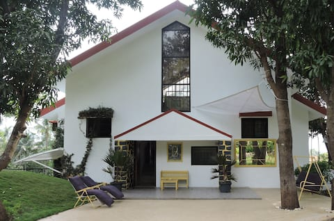 Ivy House Pune - Farmhouse and Villa