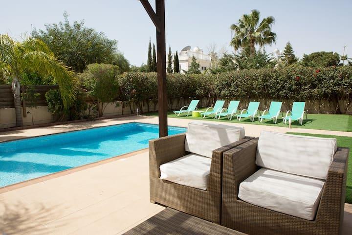 Villa Sofia 3/4 bed with private pool Nissi beach