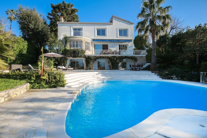 Beautiful modern villa in exclusive Cap d'Antibes