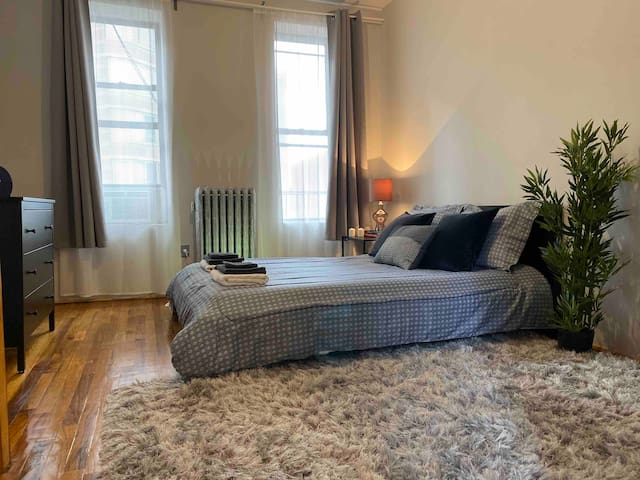 6 min from Times Square! Sleeps 4!Clean and cozy!