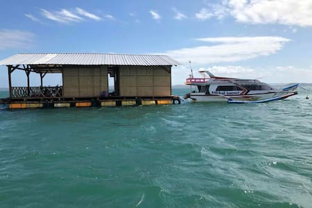 Flotting room N°1  Ekas beach Homestay