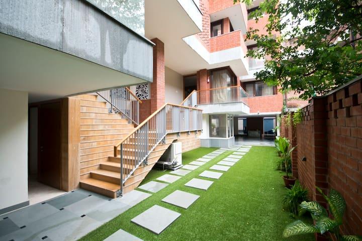 Modern 3-bedroom flat in the heart of South Delhi!
