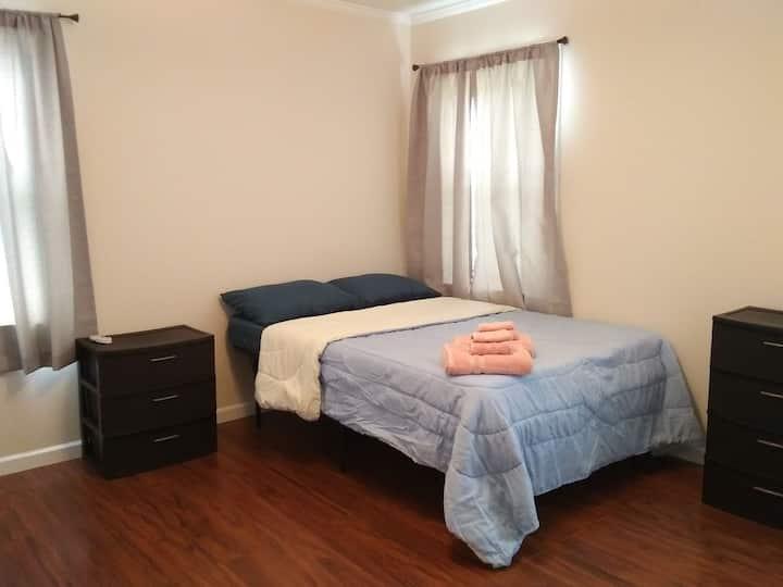 Comfy & Simple Bedroom