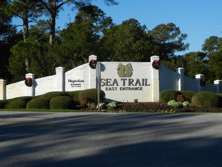 Golfer's Dream Condo: 2BR/2BA minutes from Beach