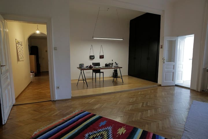 Schönes Zimmer in WG direkt bei Schönbrunn
