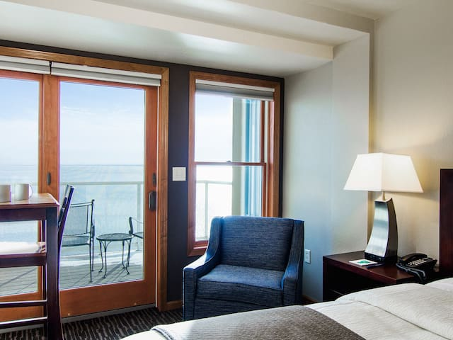 Luxury Two Bedroom Condo on Lake Superior
