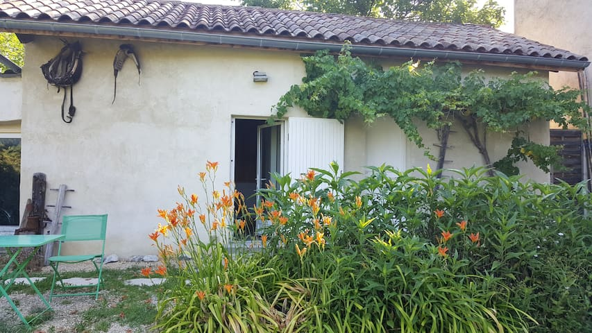 Studio duplex à 700 m de la rivière Drôme
