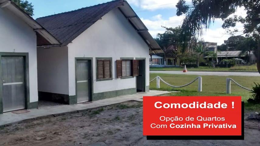 Nosso Chalé na Ilha  /  Chalé Família - 4 Pessoas - Ilha Comprida - Huis