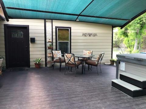Cottagecore Apartment - Hot Tub - Quiet, Country