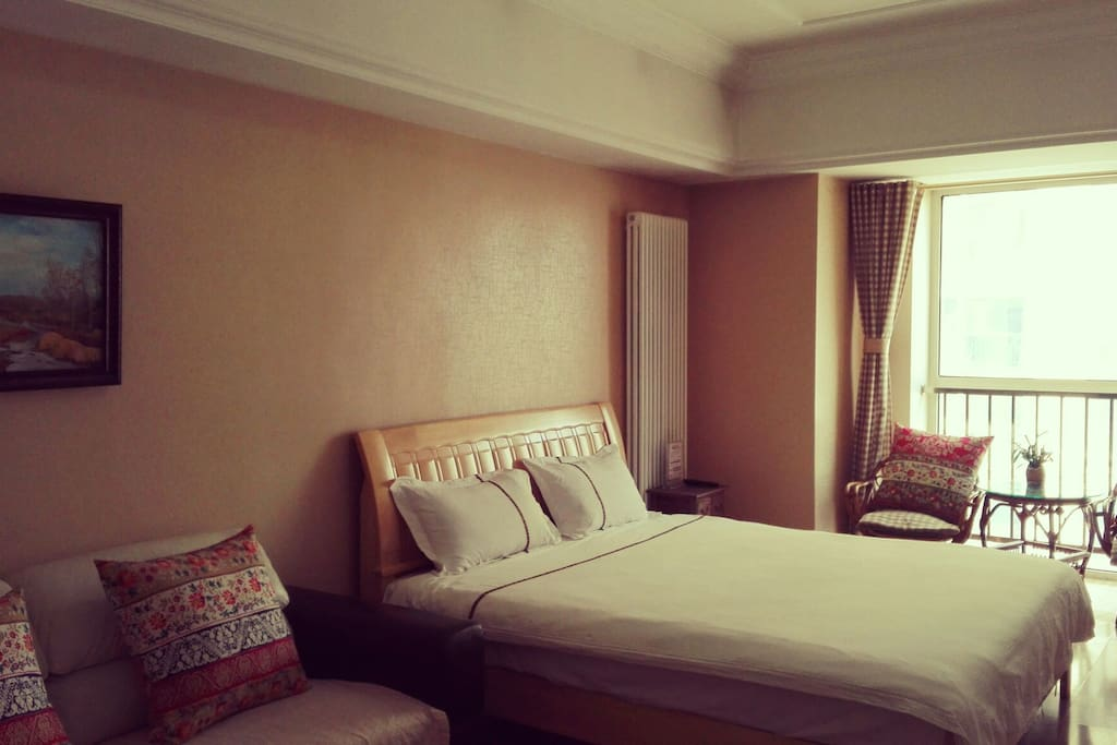 有乳胶床垫的大床,给您一夜好睡眠。